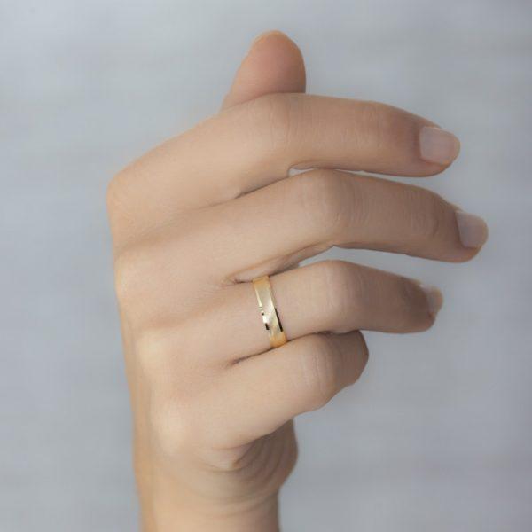 Bague de mariage pour homme et femmes et or jaune strié